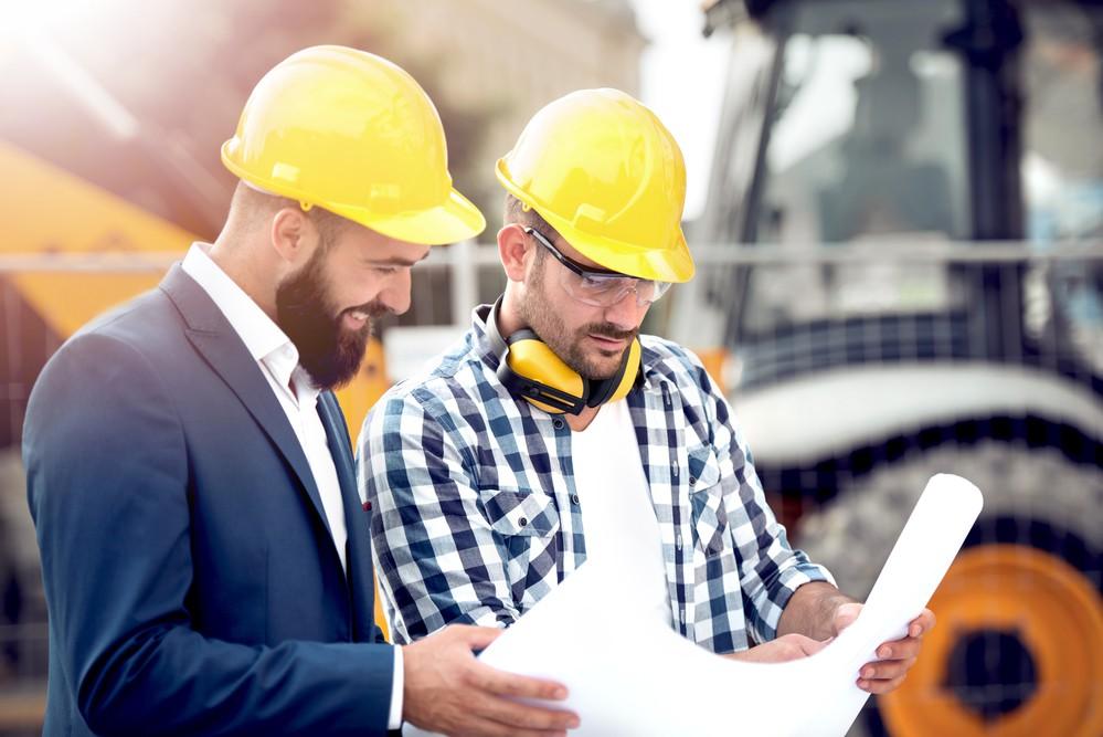 dois engenheiros em uma obra