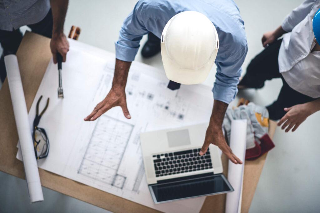 engenheiros em um escritórios