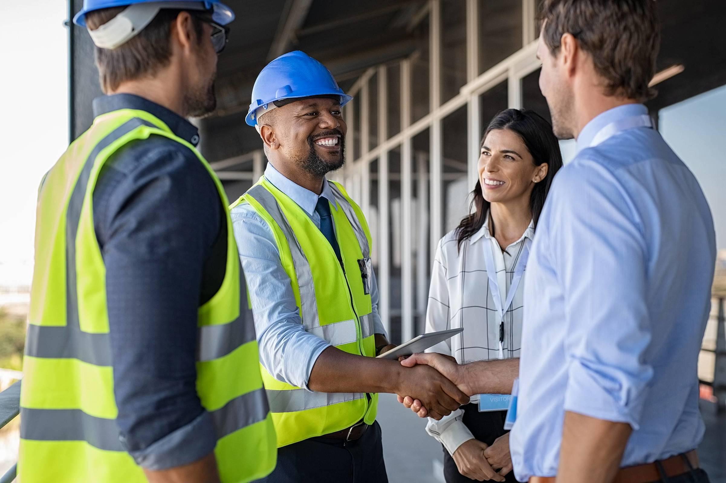 Descubra quando a terceirização na construção civil vale a pena